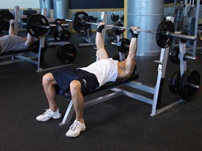 杠铃卧推增肌塑形健身计划