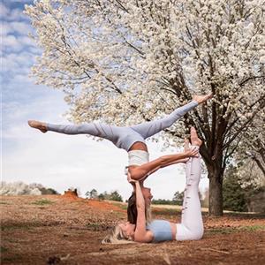 适合与闺蜜一起练习的双人瑜伽动作