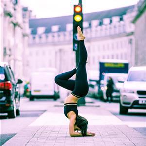 有助于放松身心的瑜伽体式