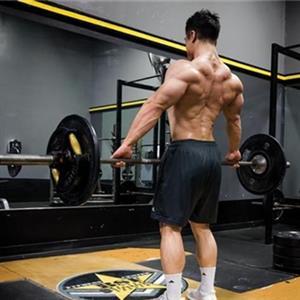 健身新手使用硬拉动作锻炼时常见的错误