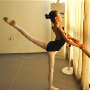 腿部拉伸锻炼方法